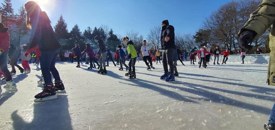 S-a deschis patinoarul din Parcul Alexandru Ioan Cuza